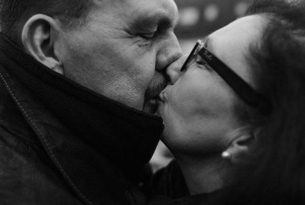 Sabine Lahme ist Inhaberin der Lebens-Linie | Beratung - Coaching - Wandel. Düsseldorfs erste Adresse für Paar- und Eheberatung sowie Beziehungs-Coaching. – Von Karneval, Bützen und den Spätfolgen.