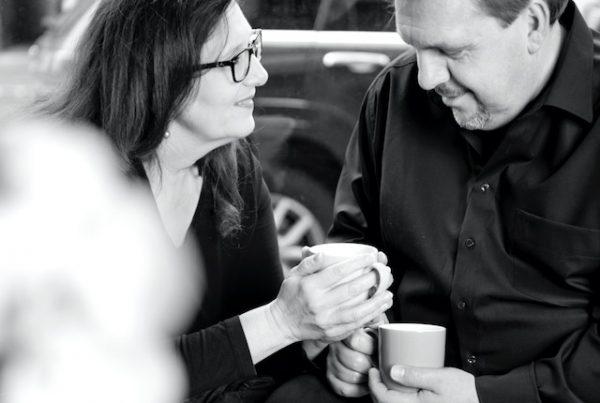Sabine Lahme ist Inhaberin der Lebens-Linie | Beratung - Coaching - Wandel. Düsseldorfs erste Adresse für Paar- und Eheberatung sowie Beziehungs-Coaching. - Worüber reden glückliche Paare?
