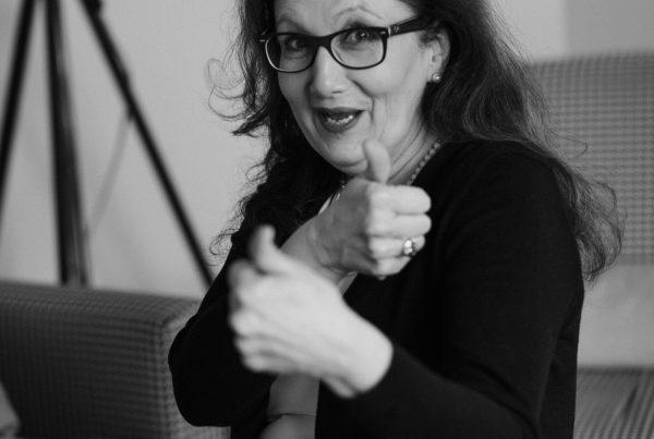 Sabine Lahme ist Inhaberin der Lebens-Linie | Beratung - Coaching - Wandel. Düsseldorfs erste Adresse für Paar- und Eheberatung sowie Beziehungs-Coaching. – Opfer-Rolle leben oder zum Gestalter des Lebens werden.
