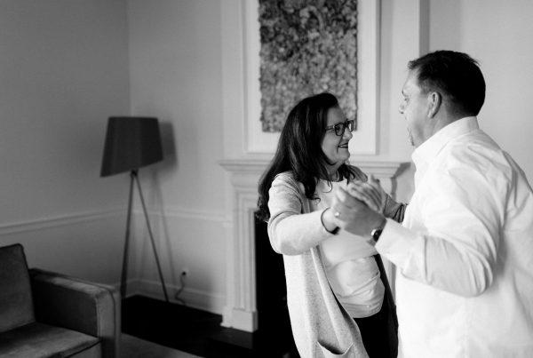 Sabine Lahme ist Inhaberin der Lebens-Linie. Düsseldorfs erste Adresse für Paar- und Eheberatung sowie Beziehungs-Coaching-Wer Lachen kann hat mehr Lebensfreude. Vom Eiertanz zu den böhmischen Dörfern