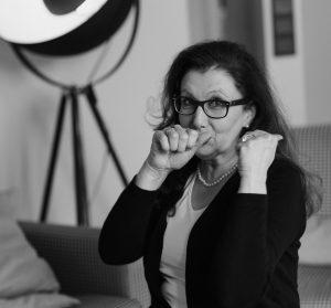Sabine Lahme ist Inhaberin der Lebens-Linie. Düsseldorfs erste Adresse für Paar- und Eheberatung sowie Beziehungs-Coaching-Wenn jemand der Schalk im Nacken sitzt.