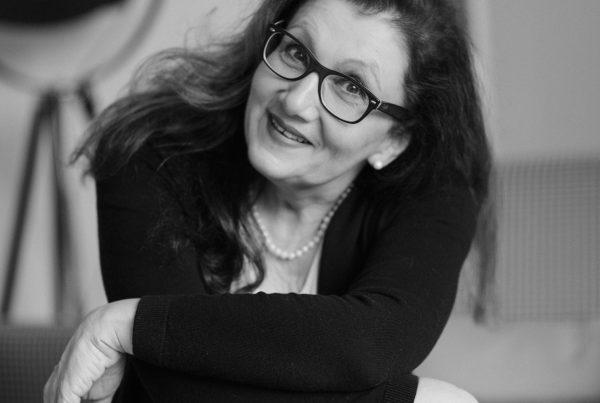 Sabine Lahme ist Inhaberin der Lebens-Linie. Düsseldorfs erste Adresse für Paar- und Eheberatung sowie Beziehungs-Coaching-Leben Optimisten länger?
