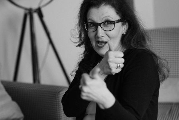 Sabine Lahme ist Inhaberin der Lebens-Linie. Düsseldorfs erste Adresse für Paar- und Eheberatung sowie Beziehungs-Coaching – Courage und auf zu Neuem.