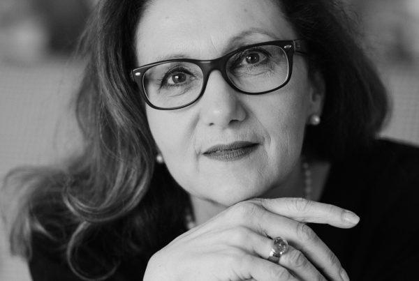 Sabine Lahme ist Inhaberin der Lebens-Linie. Düsseldorfs erste Adresse für Paar- und Eheberatung sowie Beziehungs-Coaching – Erfolg, aber wie?