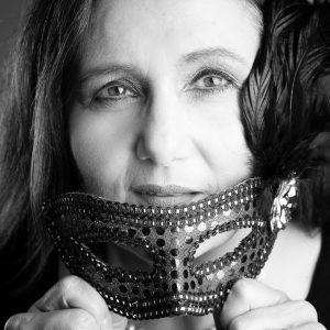 Sabine Lahme ist Inhaberin der Lebens-Linie. Düsseldorfs erste Adresse für Paar- und Eheberatung, Mediation sowie Beziehungs-Coaching – Maske fallen lassen
