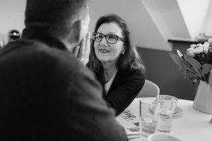 Sabine Lahme ist Inhaberin der Lebens-Linie. Düsseldorfs erste Adresse für Paar- und Eheberatung, Mediation sowie Beziehungs-Coaching – Vertrauen, jedoch wie?
