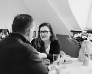Sabine Lahme ist Inhaberin der Lebens-Linie. Düsseldorfs erste Adresse für Paar- und Eheberatung, Mediation sowie Beziehungs-Coaching – Sorgen und Ängste