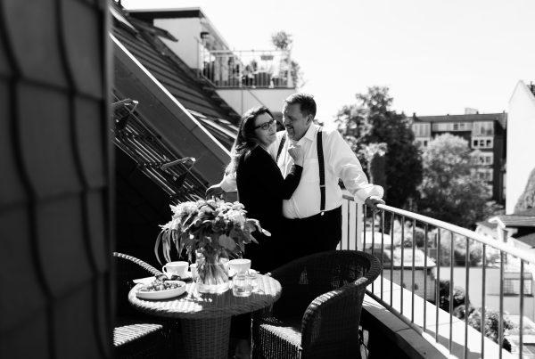 Sabine Lahme ist Inhaberin der Lebens-Linie. Düsseldorfs erste Adresse für Paar- und Eheberatung, Mediation sowie Beziehungs-Coaching – Phasen in einer Beziehung