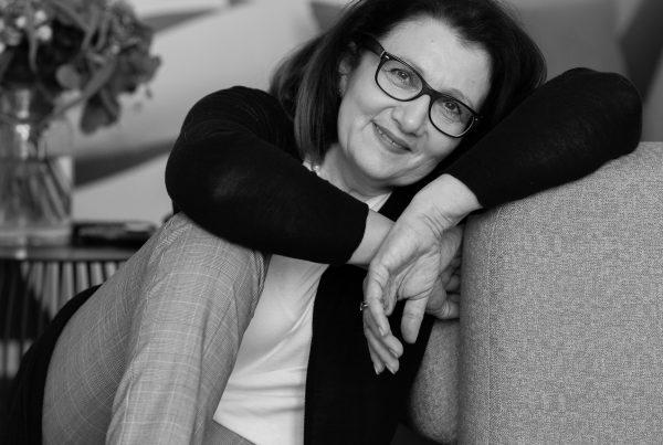 Sabine Lahme ist Inhaberin der Lebens-Linie. Düsseldorfs erste Adresse für Paar- und Eheberatung, Mediation sowie Beziehungs-Coaching – Freundlichkeit, lohnt sich die?
